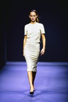 Prada Spring 1998 Ready-to-Wear Fashion Show - Amber Valletta