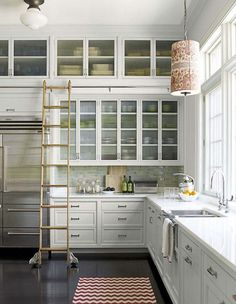 Kitchen Ladder - Design photos, ideas and inspiration. Amazing gallery of interior design and decorating ideas of Kitchen Ladder in kitchens by elite interior designers. Cozy Kitchen, New Kitchen, Kitchen Storage, Kitchen Dining, Kitchen Decor, Kitchen Walls, Kitchen Ideas, Awesome Kitchen, Country Kitchen