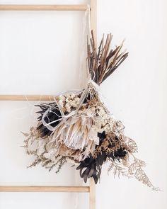 Wedding Wall Decor: 10 Ideas for Her Place - Clem Around The Corner Inspir . Dried Flower Bouquet, Dried Flowers, Bohemian Decoration, Floral Wedding, Wedding Flowers, Wedding Wall Decorations, Dried Flower Arrangements, Flower Aesthetic, Flower Wall Decor