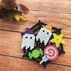 Diy Perler Beads, Perler Bead Art, Pixel Art, Beaded Ornaments, Christmas Ornaments, Bead Crafts, Diy Crafts, Halloween Beads, Pony Beads