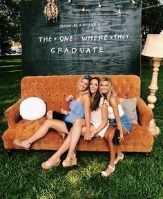 Photo Backdrop Idea for a Graduation Party #friendstvshow #friendsparty #friendstheme #graduationparty #gradpartyideas #graduationpartyideas #gradparty #themeparty #partythemes #partyfood #partyideas