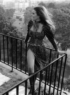 Net Image: Raquel Welch: Photo ID: . Picture of Raquel Welch - Latest Raquel Welch Photo. Rachel Welch, Glamour Hollywoodien, Hollywood Glamour, Classic Hollywood, Old Hollywood, Classic Beauty, Timeless Beauty, Kino Theater, Divas