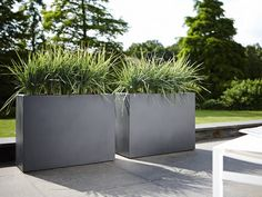 Create separate spaces or use the divider as a patio container. Its capacity also makes it ideal for larger plants. For increased convenience the pure soft divider is equipped with 6 wheels to make moving heavy plants even easier, by Elho.