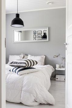 Bedroom / Muuto lamp / Black, white and grey / Noora&Noora… Black White And Grey Bedroom, Gray Bedroom, Bedroom Minimalist, Diy Home Decor Bedroom, Bedroom Ideas, New Room, Room Inspiration, Grey Walls, Decoration