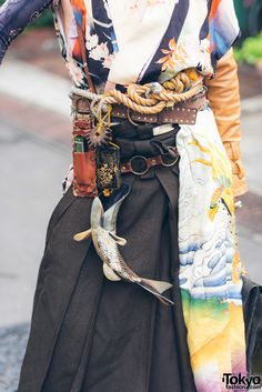"""weeaboo-chan: """" tokyo-fashion: """"Joseph on the street in Harajuku wearing a Japanese steampunk look including embroidered kimono elements, wooden geta sandals, and lots of handmade steampunk accessories. Full Look """" me: """"steampunk is bad"""" this man:. Tokyo Fashion, Asian Fashion, Fashion Art, High Fashion, Fashion Outfits, Fashion Design, Street Fashion, India Fashion, Oriental Fashion"""