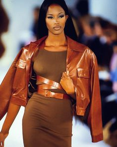 Kam_Myr / Naomi Campbell for Mickael Kors Haute Couture Style, Couture Mode, Couture Fashion, Runway Fashion, Fashion Models, Fashion Outfits, Stylish Outfits, 2000s Fashion, High Fashion