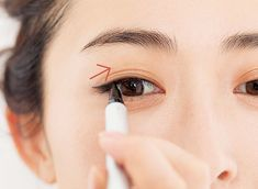 アイラインなしでまだいけると思っていませんか?アラフォーがマスターすべきアイラインの作り方まとめ | ファッション誌Marisol(マリソル) ONLINE 40代をもっとキレイに。女っぷり上々! Windows, Eyes, Makeup, Beauty, Maquiagem, Beleza, Maquillaje, Face Makeup, Make Up
