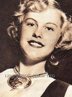 1952, Armi Kuusela, also Miss Universe 1952. Tässä vastavalittuna Suomen Neitona