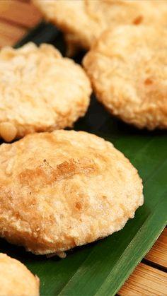 Kue gandasturi merupakan sejenis kue gorengan tradisional yang masih banyak ditemukan dijual di pasar-pasar tradisional. Kue gandasturi dibuat dengan kacang hijau yang dicelupkan ke dalam adonan tepung beras kemudian digoreng.