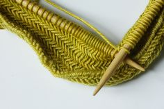 herringbone stich. this looks beautiful. wish i knew how to knit. ahhh, maybe my girls can teach me.