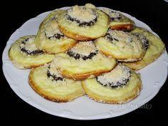 Hanácke koláče Sweet Desserts, Sweet Recipes, Cake Recipes, Dessert Recipes, Bosnian Recipes, Bosnian Food, Czech Recipes, Oreo Cupcakes, Cookie Pie