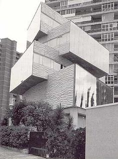 Miguel Fisac Spanish Architecture, Amazing Architecture, Interior Architecture, Co Housing, Deconstructivism, Brothers In Arms, Postmodernism, Interior Design Inspiration, Multi Story Building