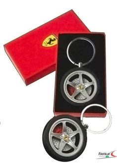 Breloczyk Ferrari Keyring Exclusive | FERRARI ACCESSORIES | Fbutik | Scuderia Ferrari Collection