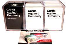 Boks til 700 kort evt teboks? 148,- https://gamezone.no/Avdelinger/BRETTSPILL-NETTBUTIKK/Kortspill/Cards-Against-Humanity/Cards-Against-Humanity-Kortboks-Suveren-oppbevaringsboks-til-ca-700-kort124782-p0000053549