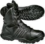 Merk: Adidas, Model: GSG9.2, Comfortabele 21cm hoge schoen met waterdichte ademende liner, lederen buitenwerk met geperforeerde schacht voor extra comfort, speciaal ontworpen Traxion zool voor extra grip, antistatisch (EN 344-1) en oliebestendige zool (EN 20345/20346/20347), adiPRENE schokabsorberende hielinsert en comfortabele inlegzool. Verkrijgbaar in de kleur zwart.