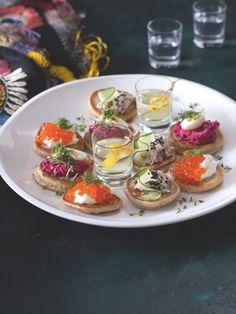 Bliny jsou skvělým pohoštěním – fungují totiž jako minichlebíčky! Panna Cotta, Eggs, Breakfast, Ethnic Recipes, Food, Morning Coffee, Dulce De Leche, Essen, Egg