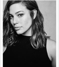 •Mødel• •Desįgner• •Bödy Actīvīst• #BeautyBeyondSize IMG Models / WME : Mina.White@img.com