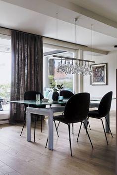 Homestory: Ein raffiniertes Jugendstilhaus im Rheintal Purbeck Stone, Conference Room, Dining Chairs, Table, Design, Furniture, Home Decor, Arch Windows, Classic Elegance