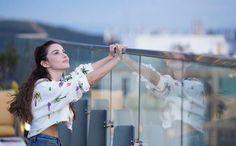 Katrina Kaif Wallpapers, Turkish Actors, Stylish Girl, Beauty Women, Women's Beauty, Girl Power, Actors & Actresses, Kimono Top, Blog