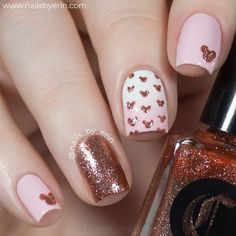 If you like elegant nail design, rose gold nail designs are the perfect choice for you. Rose gold nail design is the most beautiful nail you can try. Believe me, when you see these elegant rose gold nail designs, this trend will be your favorite nail Rose Nail Art, Rose Gold Nails, Peach Nails, Rose Gold Nail Design, Minnie Mouse Nail Art, Minnie Mouse Clothes, Mickey Minnie Mouse, Disney Mickey Mouse, Disney Acrylic Nails