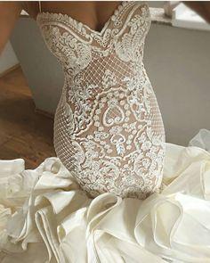 41 Incredibly Gorgeous Mermaid Wedding Dresses With Incredible Elegance - Wedding hairstyles Modest Wedding Dresses, Bridal Dresses, Wedding Gowns, Lace Wedding, Mermaid Dresses, Wedding Attire, Dream Dress, Mermaid Wedding, Boho