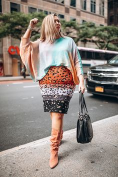 10 Street Style Looks Spotted at CurvyCon - Lauren Conrad Yellow Tights, Neon Dresses, Street Style Looks, Printed Skirts, Short Skirts, Fashion Forward, Dress Skirt, Fall Outfits, Lauren Conrad