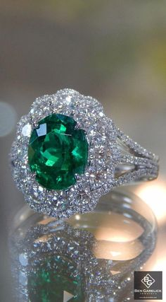Simon G. White Gold Oval Cut Green Emerald Halo Diamond Ring Featuring One Carat Oval Cut Emerald and Carats of Round Cut White Diamonds. Royal Jewelry, Emerald Jewelry, Luxury Jewelry, Diamond Jewelry, Jewelry Rings, Jewelry Box, Fine Jewelry, Tanzanite Jewelry, Emerald Rings