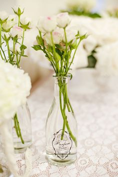 simple and sweet centerpieces Photography By / http://corykendraphoto.com