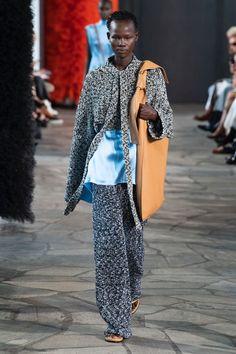 Loewe | Ready-to-Wear - Spring 2019 | Look 1 Fashion Week, Runway Fashion, Womens Fashion, Loewe, Spring Summer Fashion, Catwalk, Ready To Wear, Sequin Skirt, Women Wear