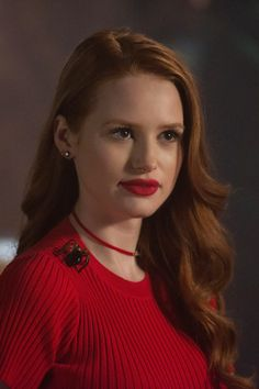 The Riverdale Secret to Cheryl Blossom's Powerful Red Lip E! News makeup life hacks blossom - Makeup Hacks Cheryl Blossom Riverdale, Riverdale Cheryl, Bughead Riverdale, Madelaine Petsch, Makeup Life Hacks, Makeup Tips, Cheryl Blossom Aesthetic, Riverdale Fashion, Makeup Routine