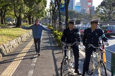 2 Japonese Policemen take a pose !