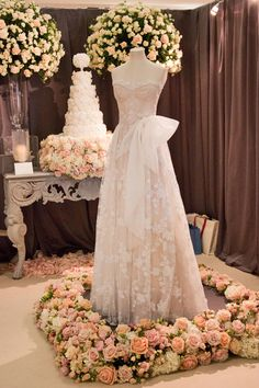By Appointment Only Design's beautiful wedding flowers at the Designer Wedding Show | Flowerona