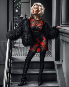 Top Advice To Help You Look More Fashionable – Girl Next Door Fashion Fur Fashion, Urban Fashion, Fashion Models, Fashion Looks, Edgy Outfits, Fashion Outfits, Black And Red Roses, Micah Gianelli, Look 2017