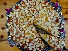 BLOG LINK: http://www.mylittleitaliankitchen.com/butter-free-apple-and-almond-flowery-cake/