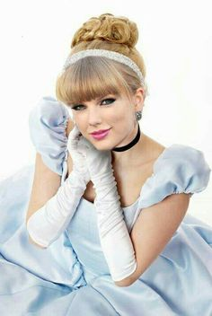Taylor really is a princess! Taylor Swift New, Taylor Swift Facts, Taylor Swift Songs, Taylor Swift Pictures, Princess Music, Music X, Beautiful Celebrities, Prom Hair, Music Artists