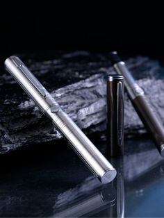 My friends, these are not pens, they are the hot electronic cigarettes in 2012 called Innokin LEO Pro