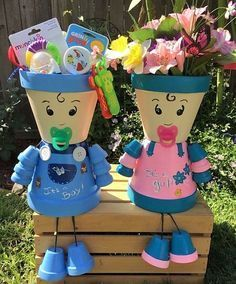 You can decorate your garden with ordinary clay pots,but in an extraordinary way. Check out these great DIY clay pot people that will cheer up your garden! Flower Pot Art, Flower Pot Design, Clay Flower Pots, Flower Pot Crafts, Clay Pot Projects, Clay Pot Crafts, Diy Clay, Flower Pot People, Clay Pot People