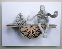 Reader mit Schriftrollen auf Claybord Originalskulptur von Kenjio