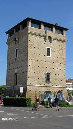 Cervia (RA) - La Torre San Michele -   Costruita tra il 1689 e il 1691 svolgeva  funzione di difesa della città e del sale, dagli attacchi pirateschi.