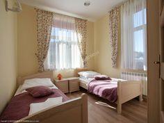 Apartamenty Eden łączą w sobie komforty pobytu w centrum miasta, a jednocześnie bliskość dzikiej bieszczadzkiej przyrody. Więcej: http://www.nocowanie.pl/noclegi/ustrzyki_dolne/apartamenty/143792/ #bieszczady