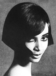 Donyale Luna, makeup Pierre Robert, hair by Thérèse Chardin, De Vrouw en haar Huis april 1966