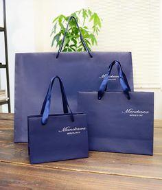 papaer bag Design Print Graphic Fashion 紙袋 デザイン 印刷 グラフィクデザイン ファッション Shoping Bag, Brochure Design Layouts, Identity Design, Identity Branding, Visual Identity, Shopping Bag Design, Paper Bag Design, Fashion Identity, Non Woven Bags