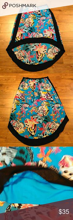 """Nicole Miller High Lo Butterfly Skirt Size 16 Nicole Miller High Lo Colorful Butterfly Pull On Skirt Size 16  Elastic Waist Lined  Shell/Lining 100% Polyester  Aprox Measurements Taken Flat  Waist: 16""""(32 Unstretched) Front Length: 23.25"""" Back Longest Length: 39""""  In Pre-owned Condition With No Stains Or Holes  Smoke and Pet Free Home  Please Check Out My Other Items  #157 Nicole by Nicole Miller Skirts High Low"""
