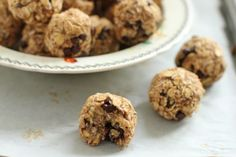 breakfast balls - banana and oat high fiber breakfast on the go