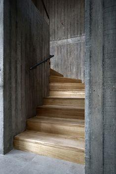 Image 9 of 23 from gallery of CBR House / Cristián Berríos. Photograph by Ignacio Bisbal Concrete Pad, Concrete Forms, Concrete Structure, Concrete Blocks, Minimalist Architecture, Contemporary Architecture, Architecture Details, Interior Architecture, Cbr