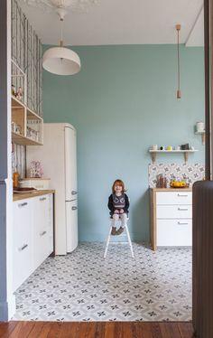 Pincez-moi ,   de toute beauté ces sols en carreaux de ciment noir et blanc en cuisine !             Fusion D       Apartment 34     ...