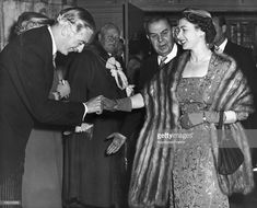 1956 APRIL Queen Elizabeth Ii Shaking Hands With The Conservative British Prime Minister, Sir Anthony Eden, At The Banquet Hall In London Town In May (Photo by Keystone-France/Gamma-Keystone via Getty Images) Hm The Queen, Save The Queen, Queen Mary, Princess Elizabeth, Queen Elizabeth Ii, Princess Margaret, Duke And Duchess, Duchess Of Cambridge, King William Iv