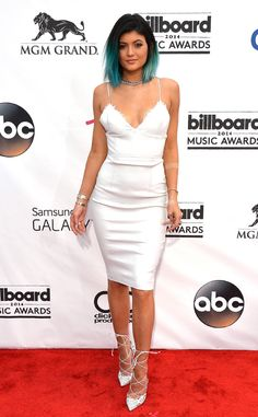 Kylie Jenner is a blue-haired beauty at the Billboard Music Awards!
