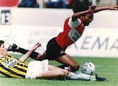 Gaston Taument. In de jaren negentig in goede dagen ongrijpbare rechtsbuiten. Meest memorabele wedstrijd toch de 2-0 zege op Ajax in 1992. Tegenwoordig trainer in de succesvolle jeugdopleiding van Feyenoord.