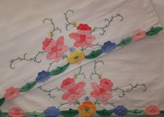 PAIR VINTAGE EMBROIDERED APPLIQUE FLORAL FLOWER GARDEN PILLOWCASES
